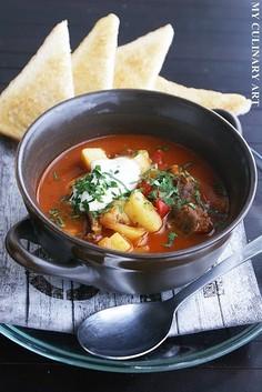 Gulyásleves - węgierska zupa gulaszowa