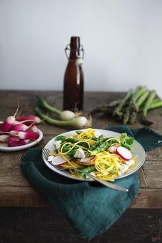 Szybki, lekki obiad - sałatka z makaronem kukurydzianym
