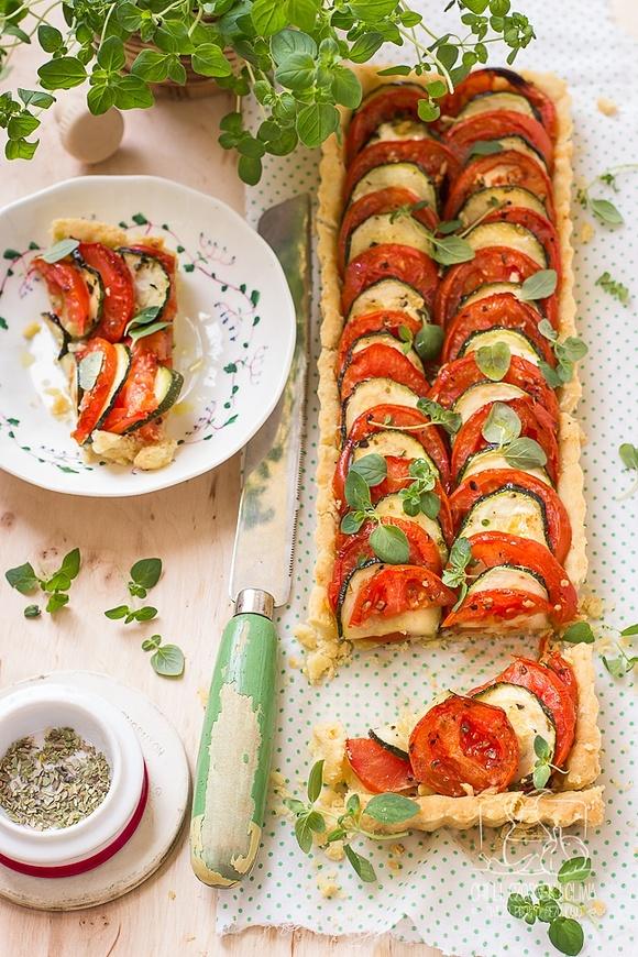Tarta z cukinią, pomidorami i parmezanem