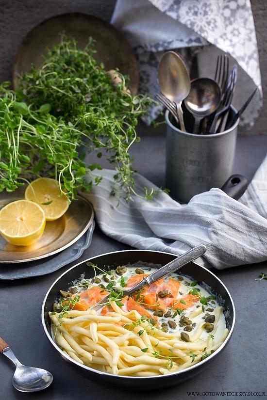 Łosoś w sosie ziołowym z wasabi i kaparami