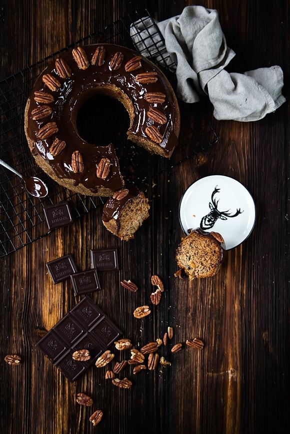 Szybkie i proste pełnoziarniste ciasto bananowe z bakaliami i orzechami pekan