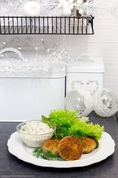 Kotleciki z karpia z sosem tatarskim