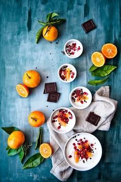 Zimowy deser jogurtowy z mandarynek i granatu