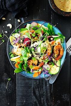 Kolorowa sałatka z krewetkami