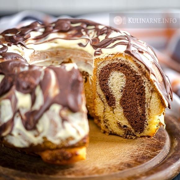 Babka łaciata z białą czekoladą