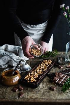 Mazurek czekoladowo-karmelowo-orzechowy