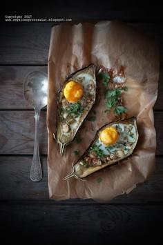Jajko sadzone zapiekane w bakłażanie