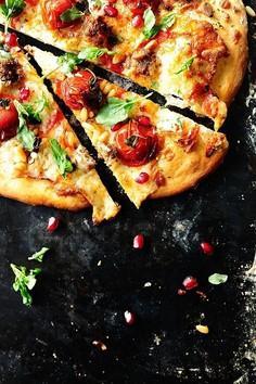 Libańska pizza z jagnięciną i serem kozim