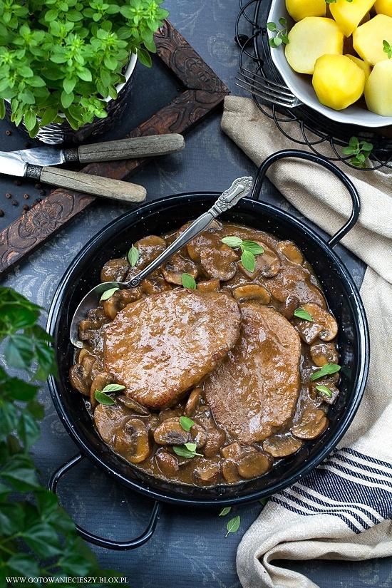 Wołowina w sosie cebulowym