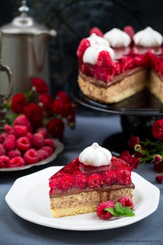 Ciasto kajmakowo malinowe z czekoladowymi wafelkami i ganasz