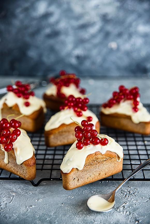 Muffiny pełnoziarniste z porzeczkami