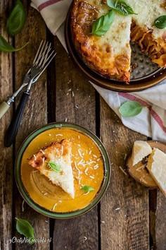 Tort makaronowy z sosem bolognese