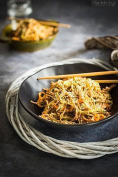 Makaron soba z warzywami z tahini