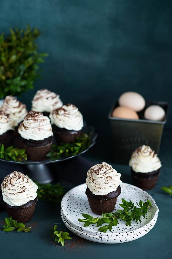 Muffiny kakaowe z kremem śmietanowym