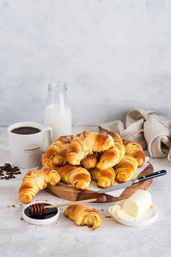 Maślane croissanty do kawy Starbucks Veranda z dripa