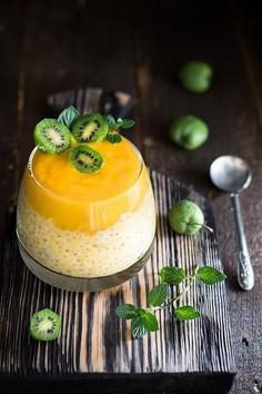 Deser z tapioki, mleka kokosowego i mango