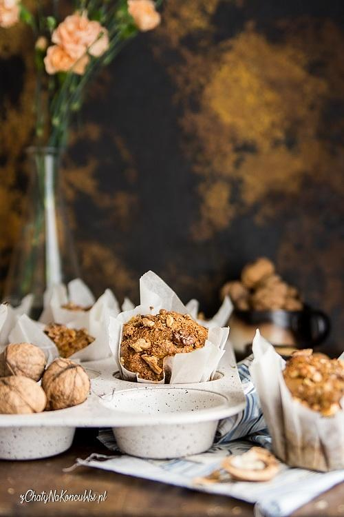 Orzechowe muffiny z jabłkami