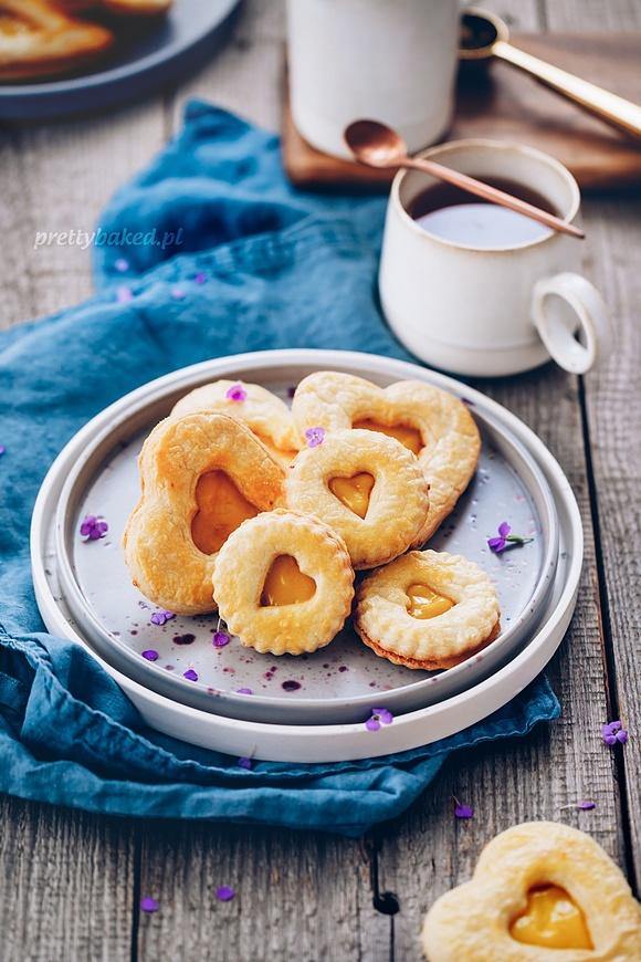 Kruche ciasteczka z domowym kremem cytrynowym