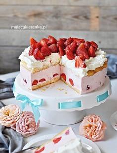 Prosty tort truskawkowy bez pieczenia