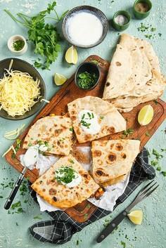 Quesadillas z farszem z mięsa mielonego, warzywami i czarną fasolą