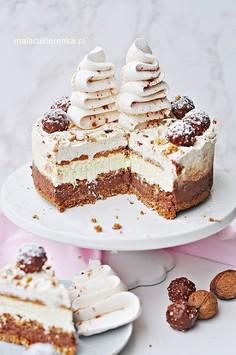 Prosty świąteczny torcik bez pieczenia z czekoladą i orzechami
