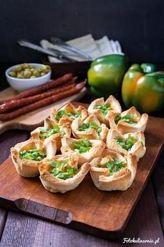 Tostowe muffiny z kabanosem, serem i jajkiem