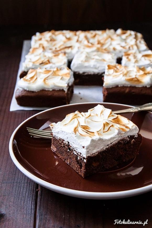 Brownie mocno czekoladowe z bezą włoską