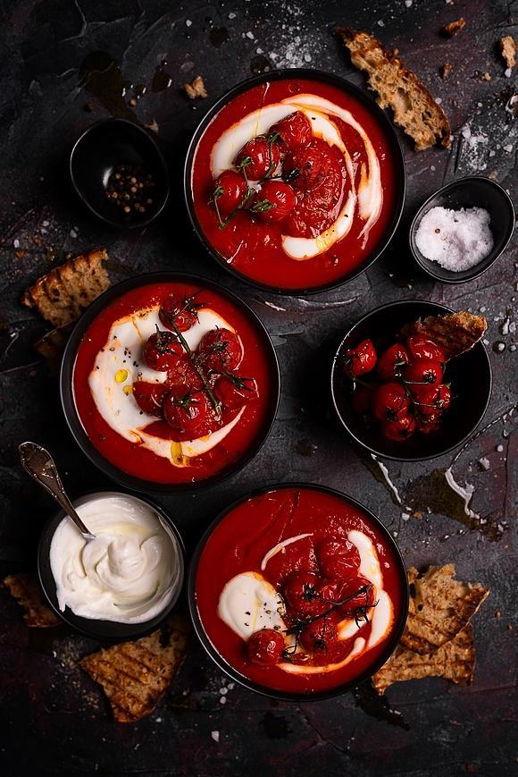 Rozgrzewająca zupa krem z pomidorów i pieczonej papryki