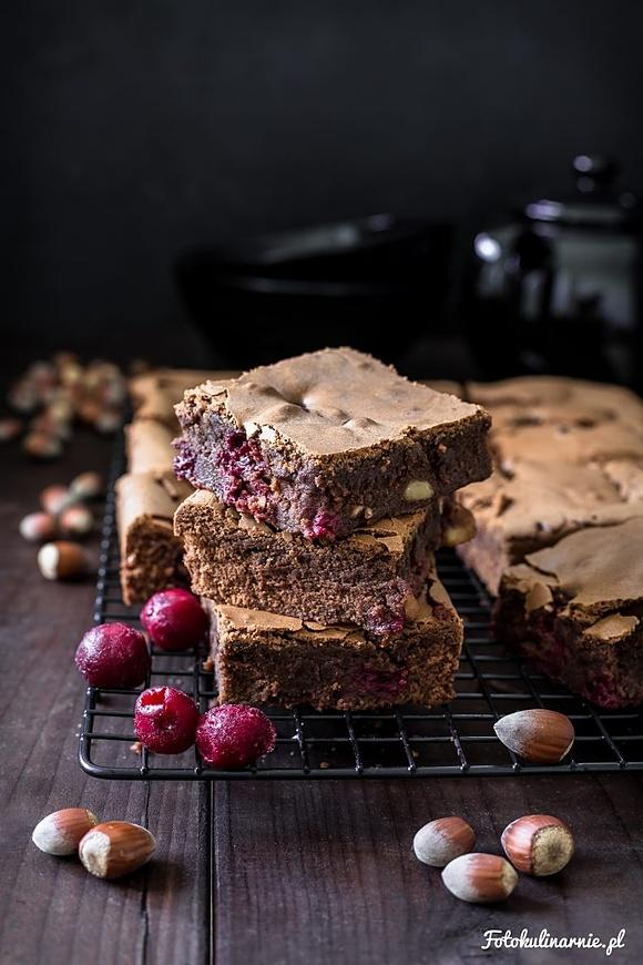 Brownie z wiśniami i orzechami laskowymi